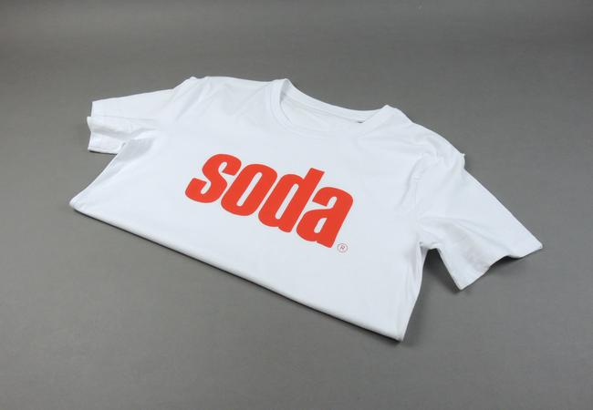soda. T-Shirt Weiß/Rot